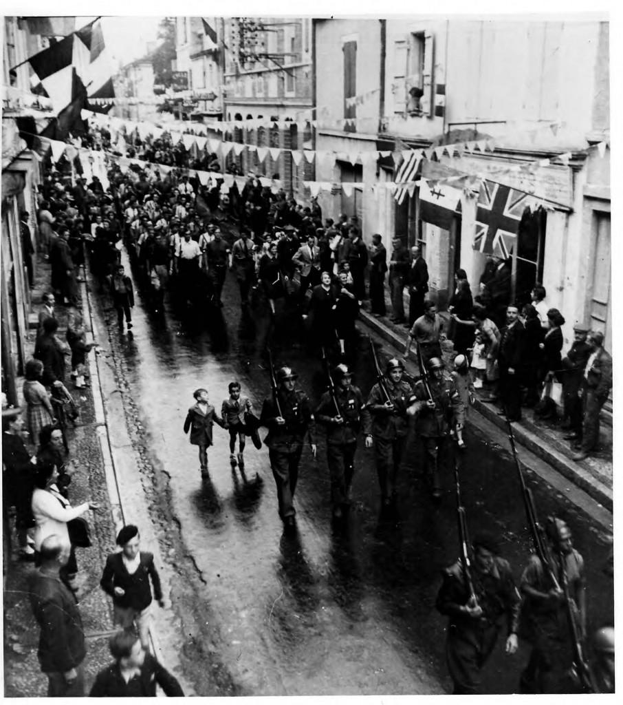 Défilé lors de la Libération de Valence d'agen par la 13° Compagnie